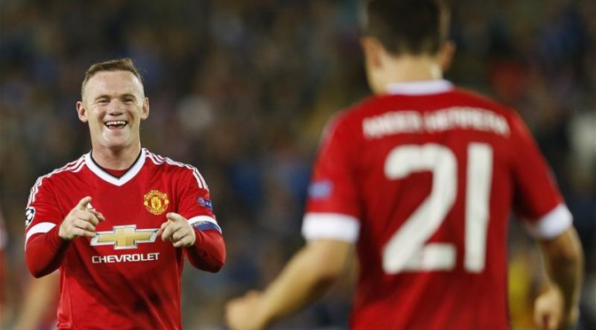 Manchester United's Wayne Rooney celebrates with Ander Herrera