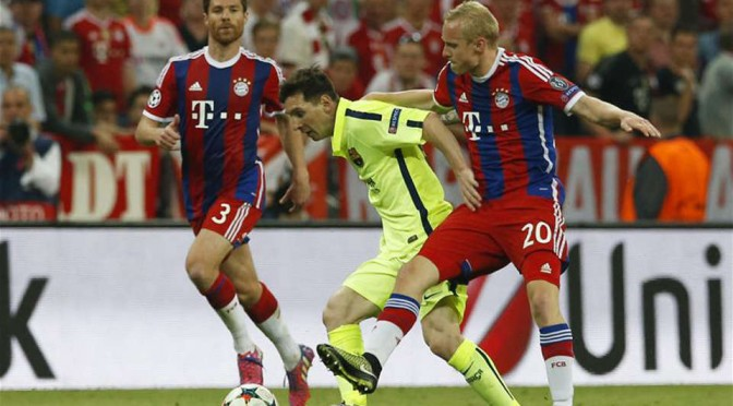 Lionel Messi takes on Bayern Munich's defence