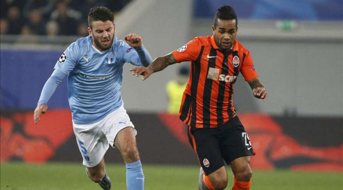 Shakhtar Donetsk's Alex Teixeira runs at the Malmo defence